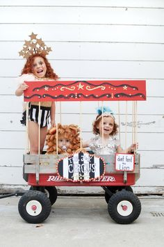 step right up Circus Family Costume, Circus Halloween Costumes, Vintage Circus Costume, Theme Halloween, Vintage Carnival, Family Halloween Costumes, Carnival Costumes, Baby Halloween, Circus Theme