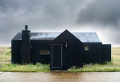 10 Modern Houses Gone to the Dark Side Gardenista