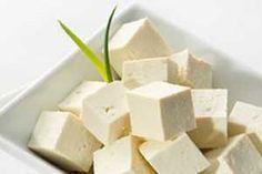 El Tofu concentra todas las propiedades nutricionales de la leche de Soja y potencia sus beneficios para la salud.