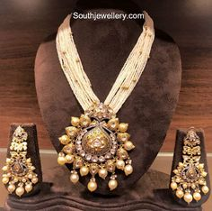 Multistring small pearls mala with antique gold pendant studded with kundans paired with matching antique kundan earrings. Pearl Necklace Designs, Pearl Jewelry, Gold Jewelry, Antique Jewelry, Statement Jewelry, Jewelery, Indian Jewellery Design, Indian Jewelry, Jewellery Designs