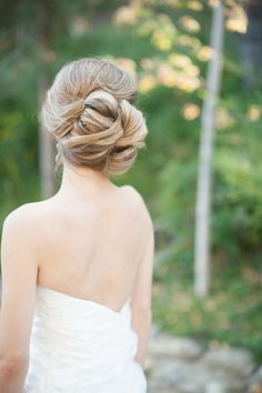 lovely bridal hair l http://eventsbyclassic.com
