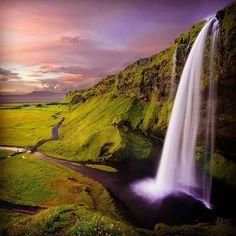 De paseo por Islandia. . Foto por Robert Lukeman .