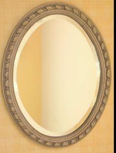 Miroir ancien en bois repeint au pistolet pour un rendu uniforme. Patiné, vieilli légèrement doré à la cire. Couleur beige écru. Légèrement usé puis patiné avec plusieu - 6845003