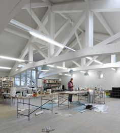 Estudio en un Establo / Charles Pictet Architecte