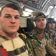 Sexy Military Men, Army Men, Us Army, Mark Porter, Army Pics, Paratrooper, Men In Uniform, Air Force, Hot Guys