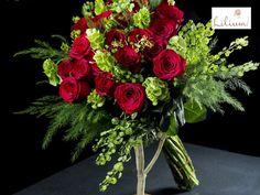 LOS MEJORES ARREGLOS FLORALES A DOMICILIO. La mejor manera de obsequiar rosas, es a través en un hermoso arreglo diseñado especialmente para esa persona especial. En Lilium somos especialistas en diseño floral, y tenemos para usted los mejores arreglos elaborados para expresar los sentimientos más profundos. Le invitamos a ingresar a nuestra página en internet www.lilium.mx, en dónde conocerá más de nuestras colecciones. #floreslilium