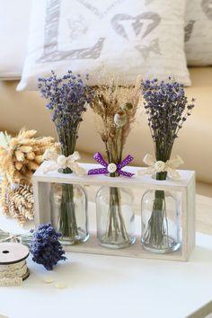 """Dekorace+""""Natur""""+Bytová+dekorace+v+přírodnímstylu+svoňavými+svazečky+levandule.Skleněné+lahvičky+volně+stojící+v+dřevěném+rámečku.+Kytičky+se+dají+i+obměnit+dle+nálady+:-)+Rámeček+je+momentálně+k+dispozici+bílý,+tento+s+dekorem+dřeva+již+svou+majitelku+má.+Délka+26+cm,+výškadřevěného+rámečku+13+cm,+s+nazdobením+cca30+cm,+šířka+rámečku+7+cm...."""