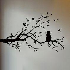 Kat in boom muursticker geeft je kamer een natuurlijke & luxe sfeer. Met deze Kat in Boom Muursticker tover je je kamer eenvoudig om tot een natuurlijk & luxe #katten #muursticker #boom #vogels #cat #wallsticker #birds #woonkamer #ideeen