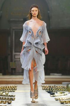 Iris Van Herpen Couture Fall Winter 2016 Paris Maybe something for Printer Chat? 3d Fashion, Fashion Week, Fashion Details, Couture Fashion, Runway Fashion, High Fashion, Fashion Show, Fashion Design, Haute Couture Style