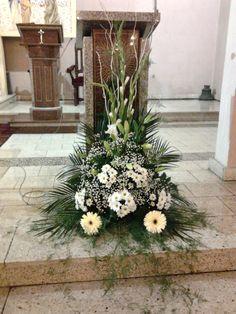 Altar Flowers, Wedding Ceremony Flowers, Church Flowers, Funeral Flowers, Tulips Flowers, Easter Flower Arrangements, Beautiful Flower Arrangements, Floral Arrangements, Beautiful Flowers