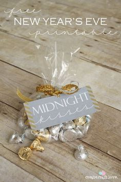 """Who doesn't want to be kissed at midnight as a new year with new possibilities begins? This New Year's Eve Printable is perfect for that special midnight """"kiss""""! #newyear #newyear2014 #printables"""