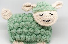 Hallo Freunde! Ich freue mich, dass ich die Häkelanleitung für Sverre das Schaf auf deutsch fertig habe! Das süße Schäfchen ist zum größten Teil aus Büschelmaschen und festen Maschen gehäkelt. Ich …