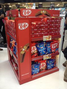The shape of the creative panel makes design challenging for this KitKat display.  Nonetheless the strong use of red is eye catching and is a good reminder of when less is very often more.  Bandaranaike International Airport. April 16