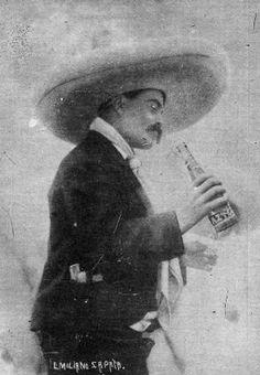 Foto: facilitada por Édgar Castro ZapataEsta foto de Zapata tomando una cerveza fue publicada por Casasola en la época revolucionaria de 1914, en Morelos.
