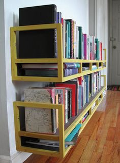 book shelves -- could laptop be placed on lower horizontal shelf?