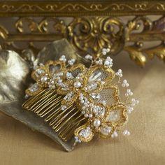 iris-bridal-hair-comb-pearls-gold-det.jpg