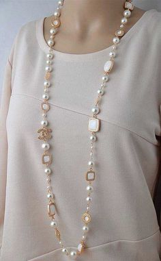 Chanel pearl long necklace very elegant
