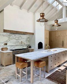 Home Interior Modern .Home Interior Modern Classic Kitchen, New Kitchen, Kitchen Dining, Kitchen Decor, Kitchen Ideas, Marbel Kitchen, Kitchen Benchtops, Long Kitchen, Natural Kitchen