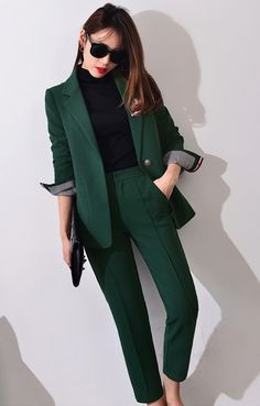 * Pantsuits for Women Awesome Amazing Pantsuits for Wome. Business Casual Outfits, Professional Outfits, Business Fashion, Classy Outfits, Business Suit Women, Office Outfits, Suit Fashion, Work Fashion, Fashion Outfits