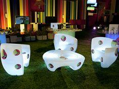 lindos e confortáveis sofás luminosos