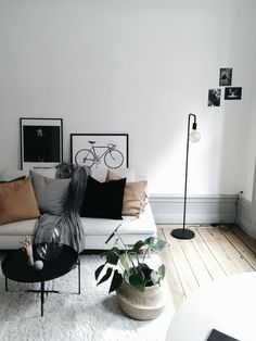 Minimalist Living Room Design Ideas For A Stunning Modern Home Living Room Interior, Living Room Decor, Living Rooms, Interior Livingroom, Apartment Interior, Kitchen Interior, Söderhamn Sofa, Ikea Sofa, Ikea Lamp