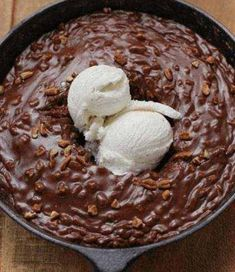 ating the hot frosted cake with vanilla bean ice cream and caramel sauce straight out of the skillet has to be one of the most rewarding sensory experiences in the world. And it's so easy! Vanilla Bean Ice Cream, Sour Cream, Raspberry Tiramisu, Cooking Ice Cream, Skillet Cake, Tiramisu Recipe, Bun Recipe, Fudge Cake, Vanilla Frosting