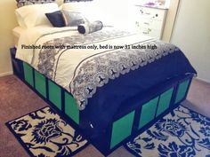 IKEA Hackers: Expedit Queen Platform bed Wud like smthn like this for the guest room. Platform Bed With Storage, Queen Platform Bed, Platform Bed Frame, Bed Storage, Bedroom Storage, Bedroom Organization, Organization Hacks, Extra Storage, Lit Plate-forme Diy