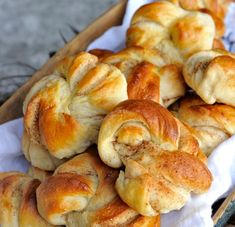 Recipe for the world's best cinnamon rolls - Franciska Beautiful World Food N, Diy Food, Food And Drink, Best Cinnamon Rolls, Homemade Dinner Rolls, Norwegian Food, Bread Machine Recipes, Sweets Cake, Yummy Cakes