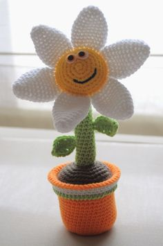 Spiegazioni per fare un vasetto con fiore amigurumi.
