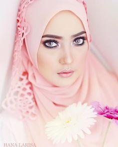 Client @hana.larisa  Model @ernibougas  Mua @blushbysyafiqah