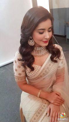 Fantastic Wedding Advice You Will Want To Share Saree Wearing Styles, Saree Styles, Indian Bridal Outfits, Indian Designer Outfits, Wedding Outfits, Dress Indian Style, Indian Dresses, Saree Jewellery, Sari Dress