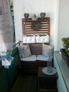 Balcony by My balcony is long, but quite narrow. Here the Swede offered an optimal solution for a small Chill Out Lounge 🙂. Small Balcony Decor, Outdoor Balcony, Balcony Design, Balcony Bench, Balcony Furniture, Home Furniture, Furniture Design, Chill Out Lounge, Sofa Lounge