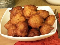 Clam Shack Clam Cake, round clam cakes in a white bowl Clam Recipes, Fish Recipes, Seafood Recipes, Great Recipes, Cooking Recipes, Oyster Recipes, Seafood Meals, Party Recipes, Copycat Recipes