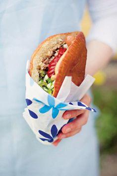 Lihapiirakat | Maku 6/2006 Hot Dog Buns, Street Food, Hamburger, Good Food, Food And Drink, Bread, Baking, Ethnic Recipes, Koti