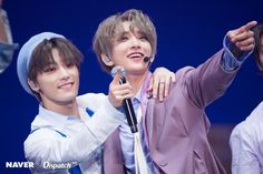 Dino and Joshua from Seventeen Dino Seventeen, Joshua Seventeen, Seventeen Memes, Seventeen Debut, Woozi, Wonwoo, Jeonghan, Hong Jisoo, Seventeen Scoups