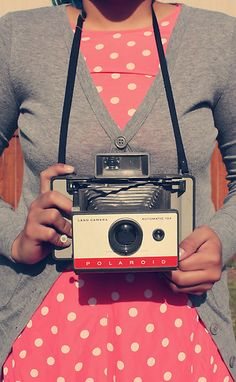 pink, polka dots, gray, old camera! Girls With Cameras, Old Cameras, Vintage Cameras, Vintage Polaroid, Style Vintage, Vintage Love, Retro Vintage, Camera Photography, Love Photography