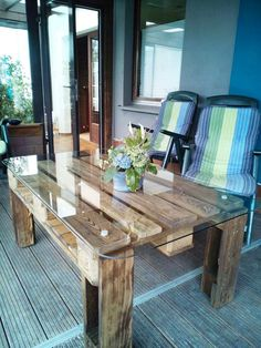 Pallet Coffee Table with Glass Top - 30 DIY Pallet Ideas For DIY Home Decor…