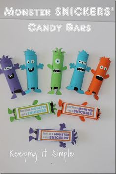 Monster SNICKERS® candy bar, perfect for Halloween, parties, treats or for when you are hungry and do not want to turn into a monster. #ad #eataSNICKERS @keepingitsimple