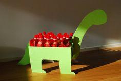 Trakteren op school - dino met knijpfruit