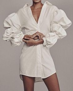 puff sleeve white shirt and pearls, a re-imagined classic! Fashion Details, Look Fashion, Fashion Outfits, Fashion Design, Fashion Trends, Fall Fashion, Fashion Gone Rouge, White Shirts, Fashion Tips For Women