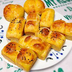 わーい!ももちゃんのみかんパン、やっと作れました  捏ねはニーダーで。 みかんそのまま投入ね!フムフムと入れて見たものの、からんからんと中で回ってるだけで一向に液体にならないので、途中でミカンを潰して、、 な〜んて作業をしながらも、無事みかんパン出来ましたꈍ .̮ ꈍ  ミニ食パン型×7個分&60g丸パン×2個分 になりました とってもいい香りで幸せ〜。  ももちゃん、美味しいレシピを教えてもらってどうもありがとうございます - 157件のもぐもぐ - ももさんの料理 何と水分はミカンだけ(((o(*゚▽゚*)o)))みかんで焼くみかん食パン‼ by ティアプ