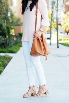 e6571c5f blush bell sleeve top + white jeans + cutout shoes Camel Broeken, Bouwen  Van Een