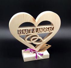 # Vjenčani pokloni # Ideas # with borova šuma srce sa imenom . # Wedding gifts # Ideas # with pine forest heart with the name .- # pines # by name Paper Flowers Craft, Flower Crafts, Hobbies And Crafts, Diy And Crafts, Best Gift For Girlfriend, Wood Scraps, Scroll Saw Patterns, Wooden Gifts, Wedding Crafts