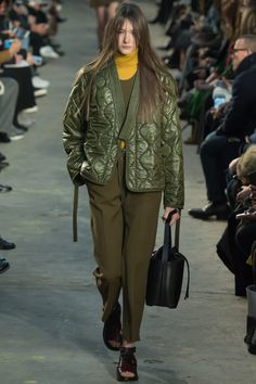 The complete Phillip Lim Fall 2016 Ready-to-Wear fashion show now on Vogue Runway. Fashion Week, Winter Fashion, Fashion Show, Elisa Cavaletti, 3.1 Phillip Lim, Military Fashion, Vogue Paris, Get Dressed, Leather Jackets