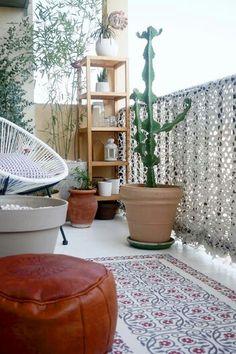 L idée étant de transformer son balcon avec un tissu de camouflage blanc...