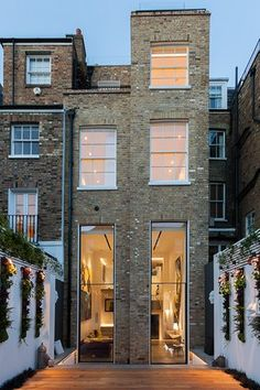 Glebe Place, Chelsea, London - Windows to die for! Types Of Architecture, Brick Architecture, Architecture Details, Design Exterior, Interior And Exterior, House Extension Design, House Design, Casa Farnsworth, Bedroom Decor On A Budget