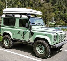 Land Rover Defender 90 Td4. Decked out swiss Defender compliments.