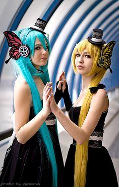 Vocaloid Cosplay- Akita Neru and Hatsune Miku magnet