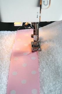 The House of Smiths - Ribbon on towel Sewing Hacks, Sewing Crafts, Sewing Projects, Diy Crafts, Decor Crafts, Decorative Hand Towels, Bath Towels, Craft Ideas, Quilts