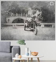 In China zie je ontelbare (elektrische) scooters. In allerlei vormen en maten, met handschoenen en/of winterjassen vastgemaakt aan het stuur tegen de kou, met soms de vreemdste karretjes erachter. Dit exemplaar stond in een van de beroemde waterdorpjes rond Suzhou nl in Tongli. Ze noemen het ook wel het Venetië van het Oosten.